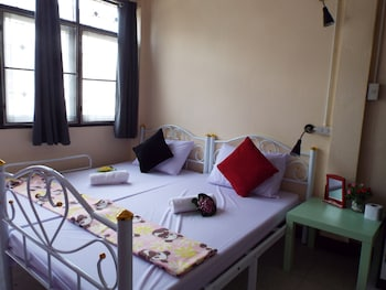 2 bedrooms, laptop workspace, soundproofing, free WiFi