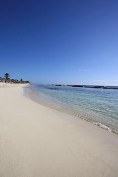 Ubicación cercana a la playa, submarinismo, buceo con tubo y surf