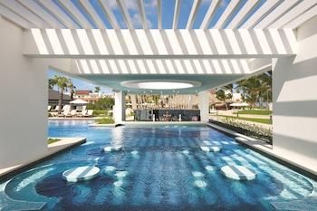 6 piscinas al aire libre (de 7:00 a 18:00), tumbonas