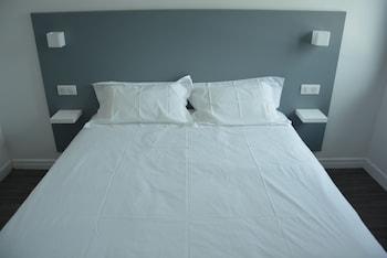 Ropa de cama de alta calidad, escritorio, wifi gratis