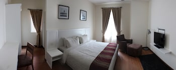 3 bedrooms, in-room safe, desk, iron/ironing board