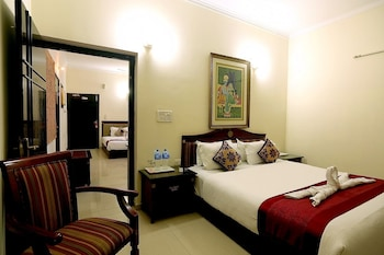 Premium bedding, in-room safe, desk, free cots/infant beds