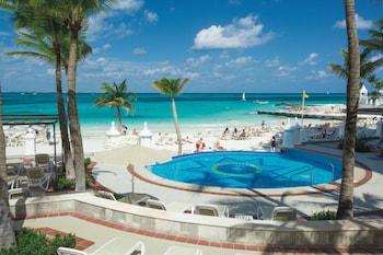 Ubicación a pie de playa, arena blanca, tumbonas y toallas de playa