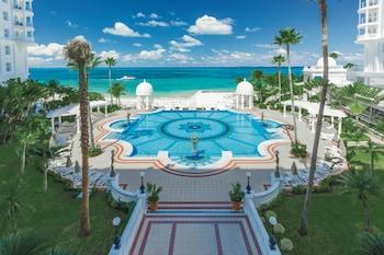 3 piscinas al aire libre, sombrillas, tumbonas