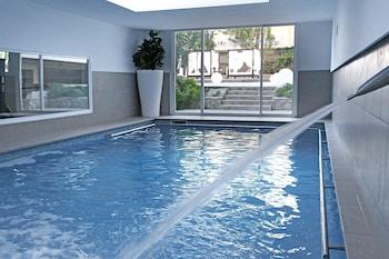 실내 수영장, 야외 수영장, 08:00 ~ 20:00 오픈, 수영장 파라솔, 일광욕 의자