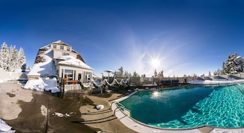 Outdoor pool, open 9 AM to 11 PM, pool loungers