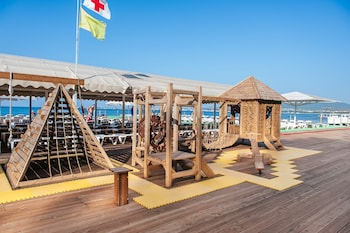 Playa privada cerca, cabañas de uso gratuito, tumbonas y sombrillas