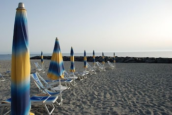 Private beach, free beach cabanas, sun-loungers, beach umbrellas