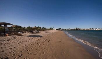 Spiaggia privata, lettini da mare, ombrelloni, massaggi sulla spiaggia