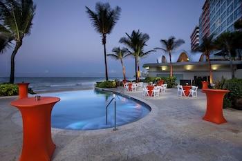 3 piscinas al aire libre, cabañas de piscina gratuitas, sombrillas