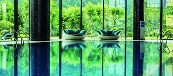 2 個室內泳池、室外泳池;泳池傘、躺椅