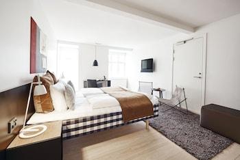 Premium-sengetøj, skrivebord, kontorområde til laptop