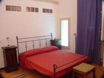 1 bedroom, Frette Italian sheets, Select Comfort beds, rollaway beds