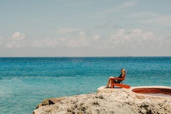 Private beach, white sand, beach yoga, beach bar