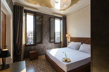 Frette Italian sheets, premium bedding, down duvet, Select Comfort beds