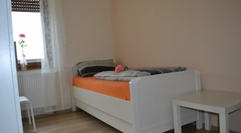 Schreibtisch, kostenloses WLAN, Bettwäsche