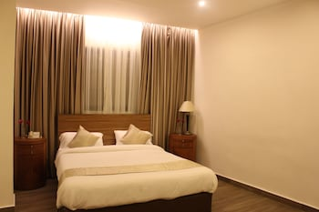 Minibar, blackout curtains, soundproofing, free WiFi