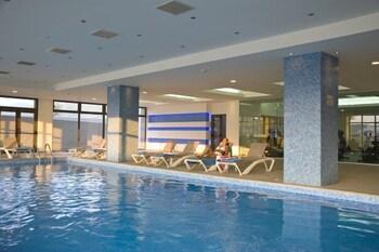 Indoor pool, 3 outdoor pools