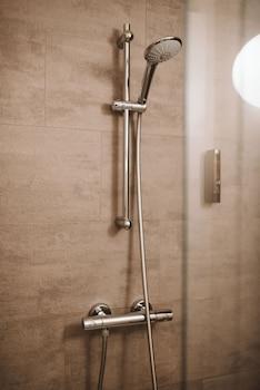 Een douche, een haardroger