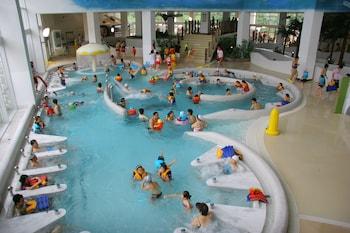 15 個室內泳池、15 個室外泳池