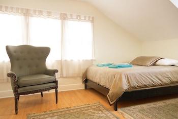 Individually furnished, iron/ironing board, free WiFi, linens