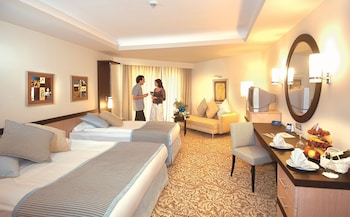 Free minibar, in-room safe, free WiFi, linens